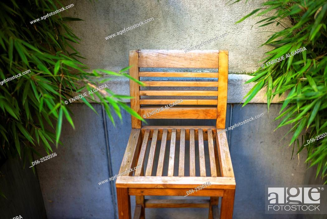 Imagen: chair and wall, Ghent, Belgium.