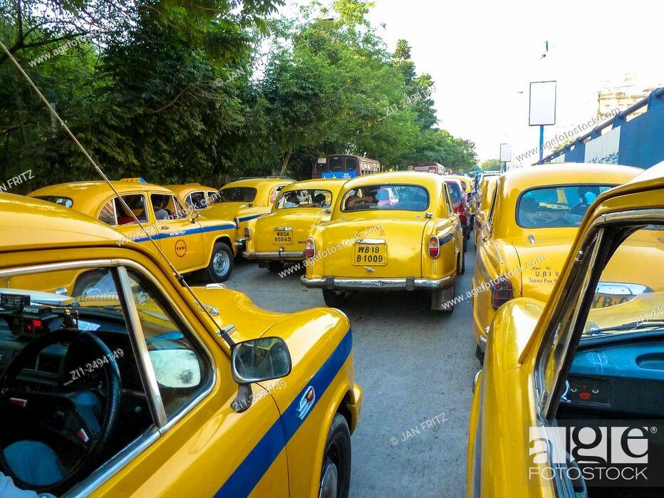 Photo de stock: cabs in Kolkata or Calcutta in India.