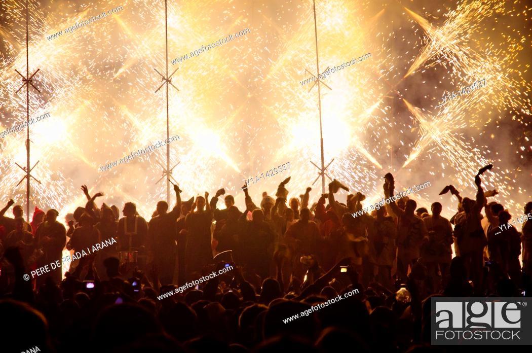 Stock Photo: Fire show in Castelló de la Plana  Magdalena town party.