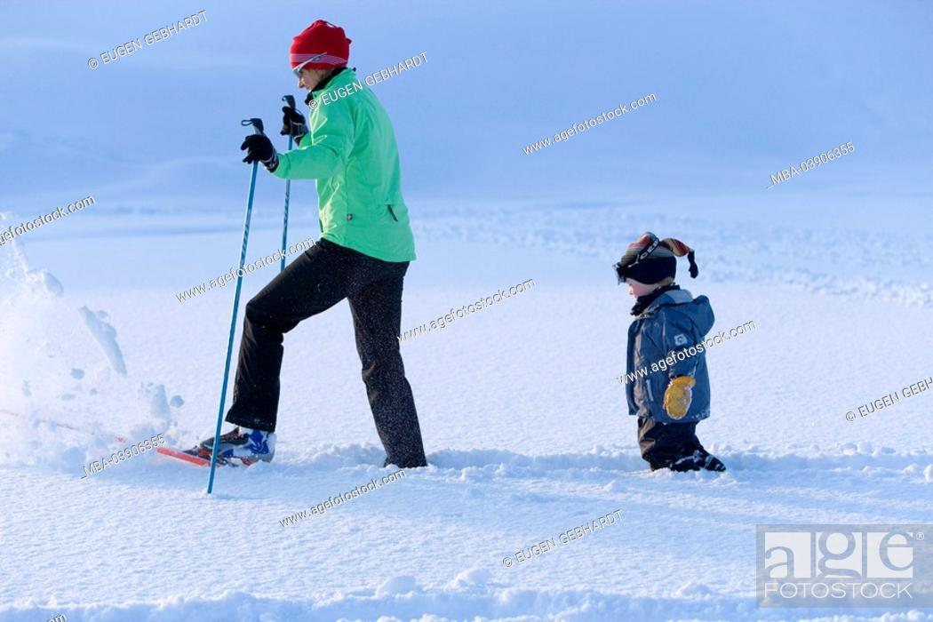 Stock Photo: Woman, ski-cross-country skiing, child, winter-landscape.