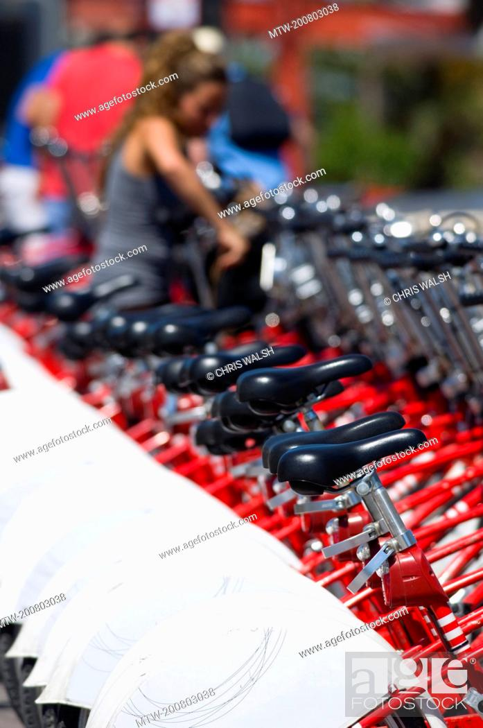 Imagen: Row bicycles hire red white bike cycle rental.
