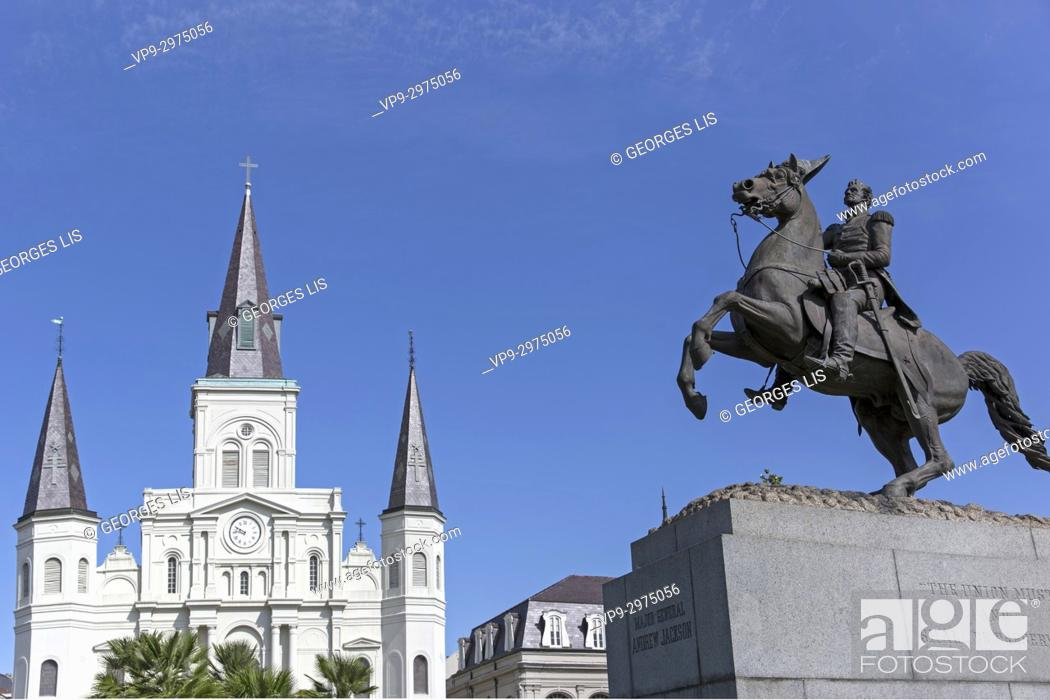 Imagen: statue and Saint Louis cathedral at Jackson square New Orleans.