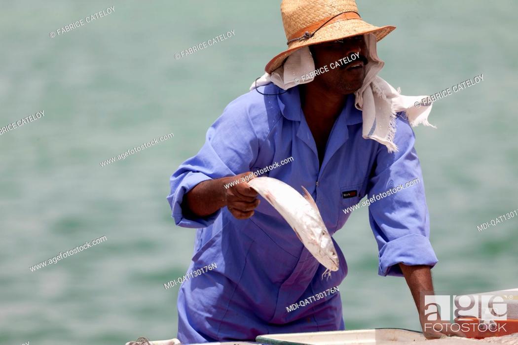 Stock Photo: Qatar - Doha - Fish market on the corniche - Fishermen selling fresh fishes to Qatari.