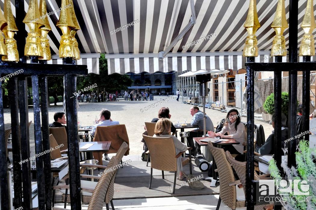 Stock Photo: Paris, France, French Cafe/Bistro Restaurant, Sidewalk terrace in Public Park, Jardin du Palais Royale, Le Palais Royale.