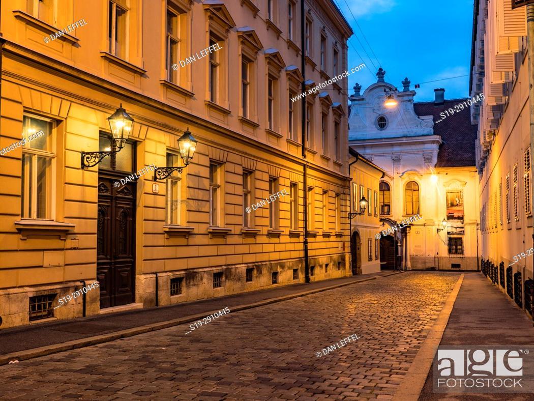 Imagen: Street scene, Zagreb, Croatia.