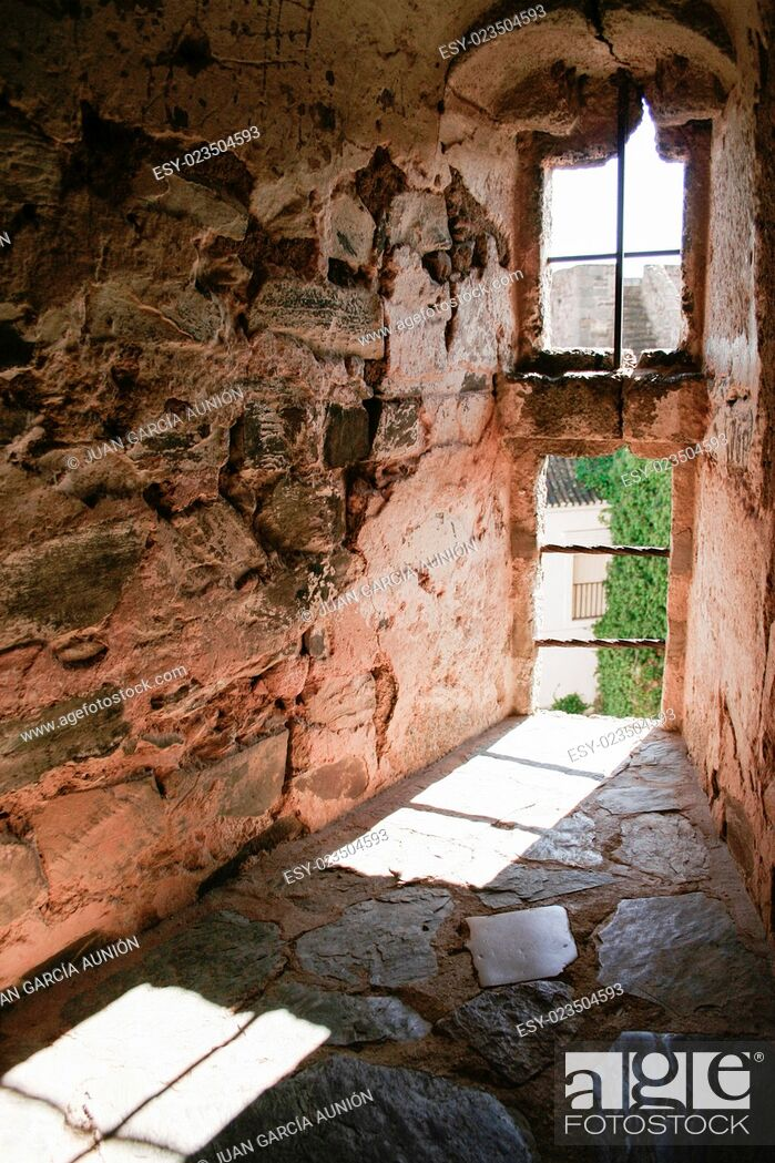 Imagen: Olivenza castle window, built by Templar Knights at 13th Century.