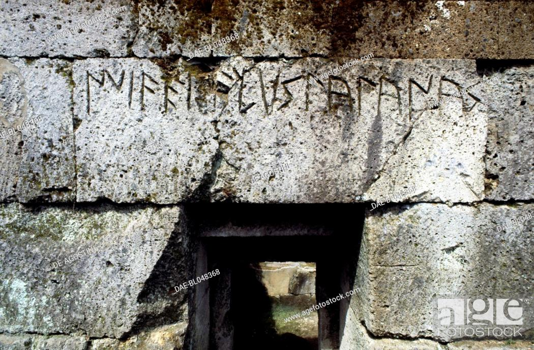 Imagen: Aedicule tombs, Etruscan necropolis of the Crocifisso del Tufo, Orvieto, Umbria, Italy. Etruscan civilisation, 6th-5th century BC.