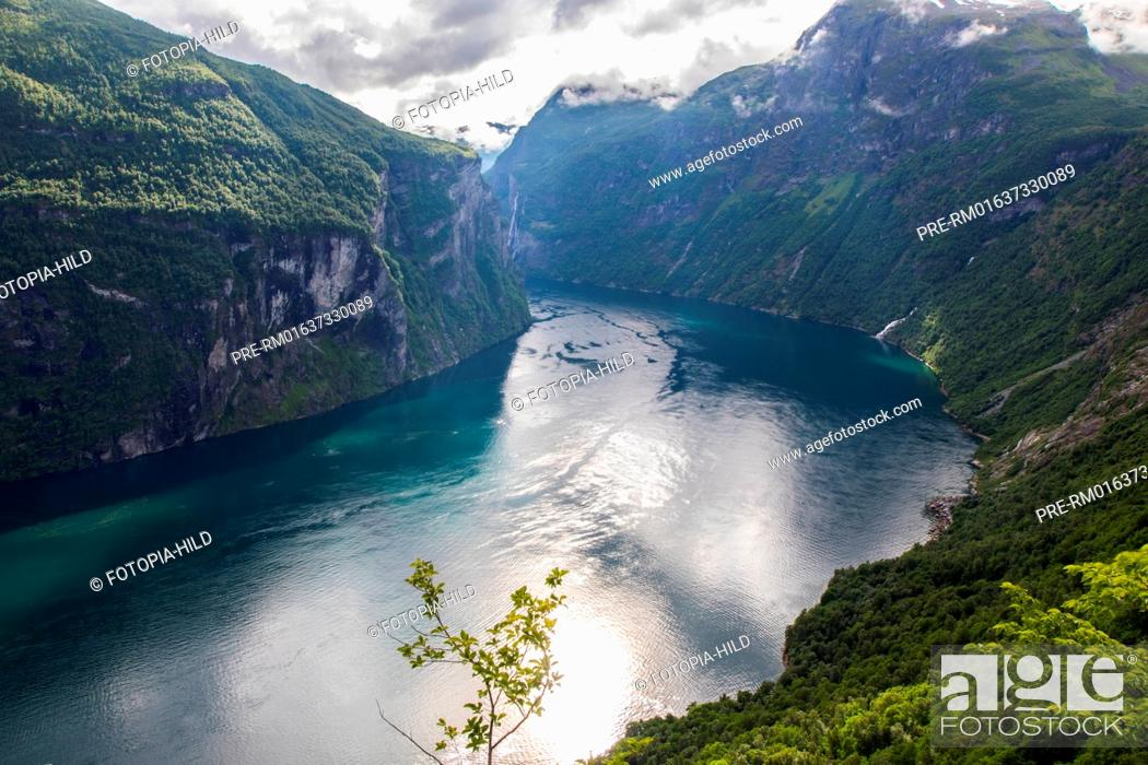 Stock Photo: Look over the Geirangerfjord, Møre og Romsdal, Norway / Blick über den Geirangerfjord, Møre og Romsdal, Norwegen.