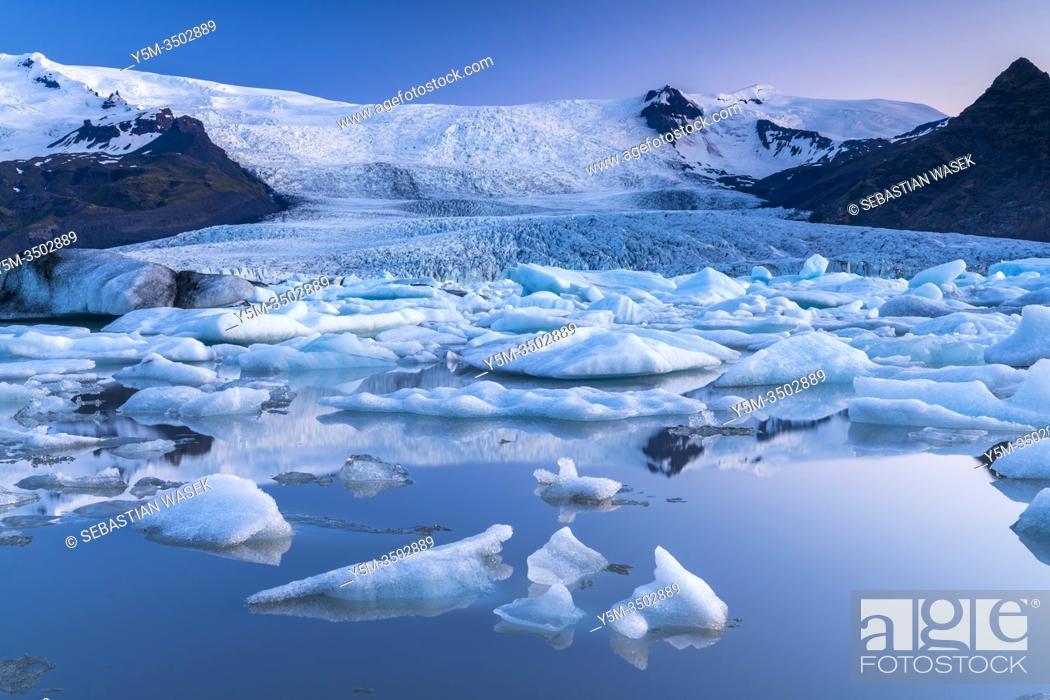 Photo de stock: Fjallsárlón, glacier lake at the south end of the glacier Vatnajökull, Eastern Region, Iceland.