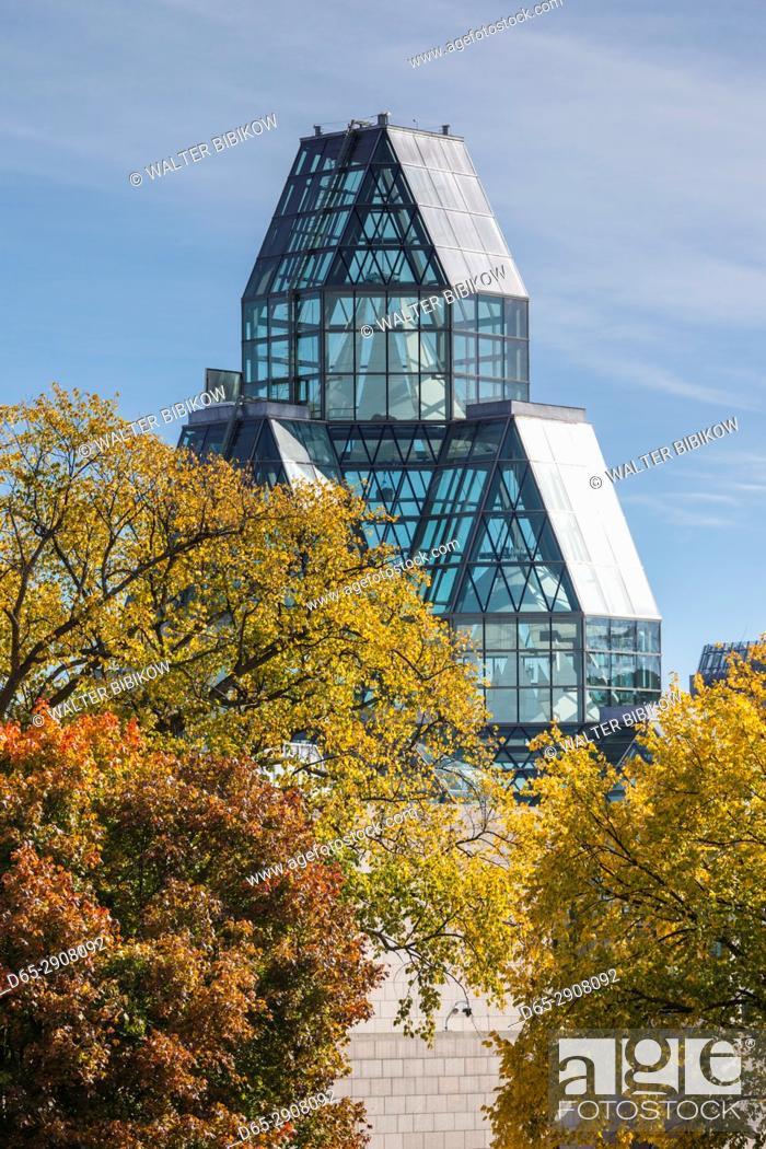 Stock Photo: Canada, Ontario, Ottowa, capital of Canada, National Gallery, autumn.