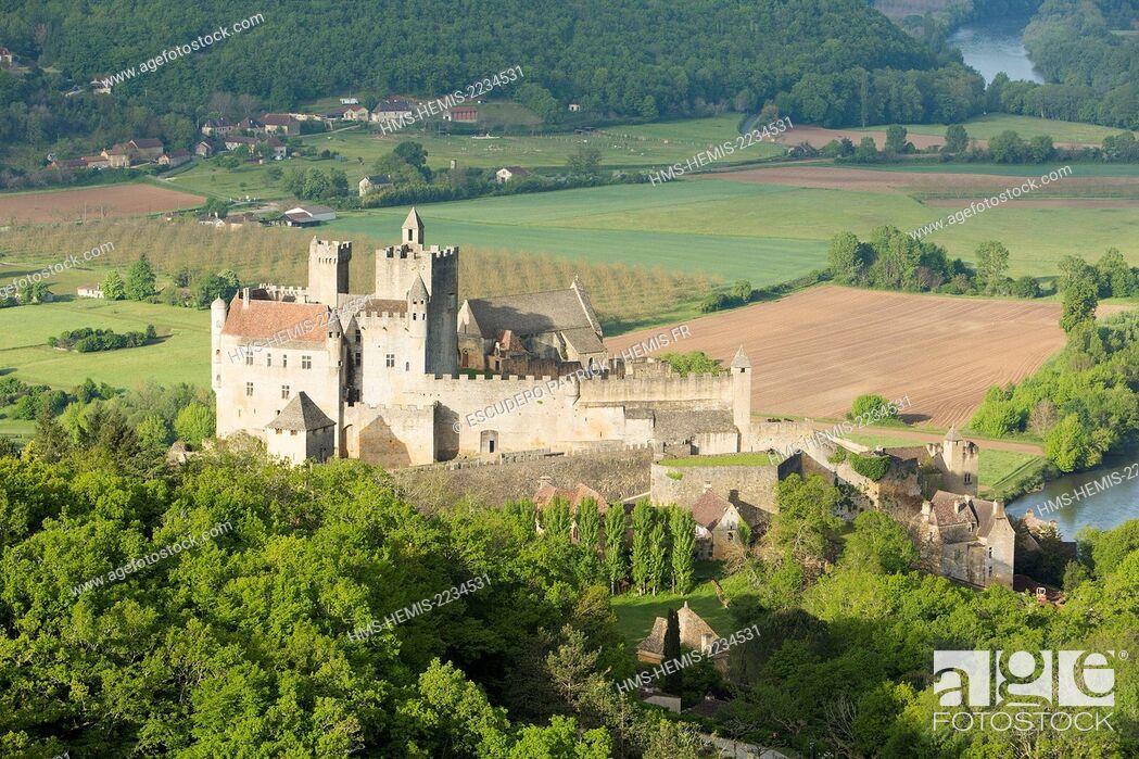 Stock Photo: France, Dordogne, Perigord Noir, Beynac et Cazenac labelled Les Plus Beaux Villages de France (The Most Beautiful Villages of France).
