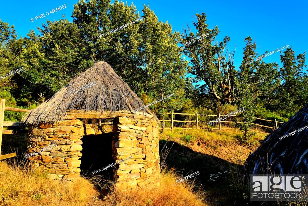 Stock Photo: Rustic shack close to La Hiruela, Madrid, Spain.