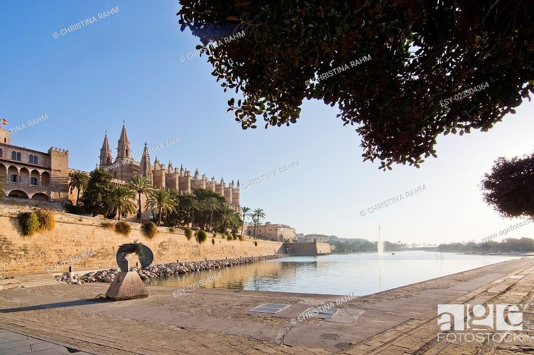 Stock Photo: The cathedral La Seu on a sunny day in December in Palma de Mallorca, Balearic islands, Spain.