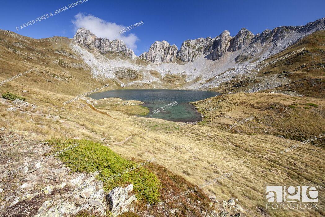 Imagen: Ibon de Acherito - Acherito lake, Valle de Hecho, Huesca, Spain.