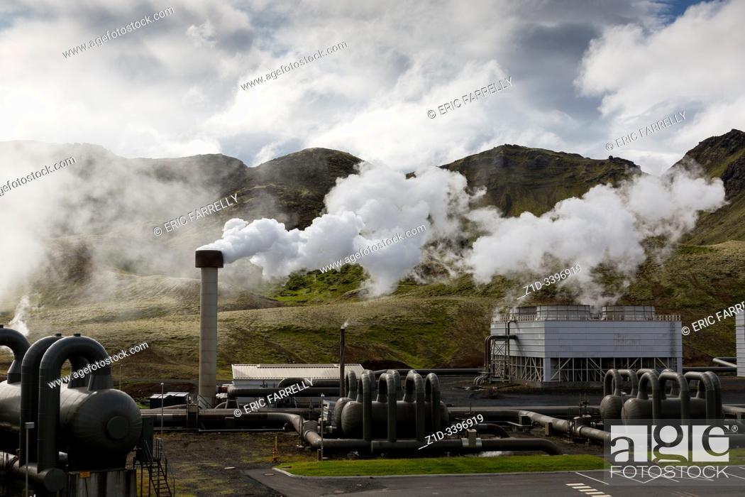 Imagen: Hellisheidi sustainable energy geothermal power plant station in Hengill, Iceland.