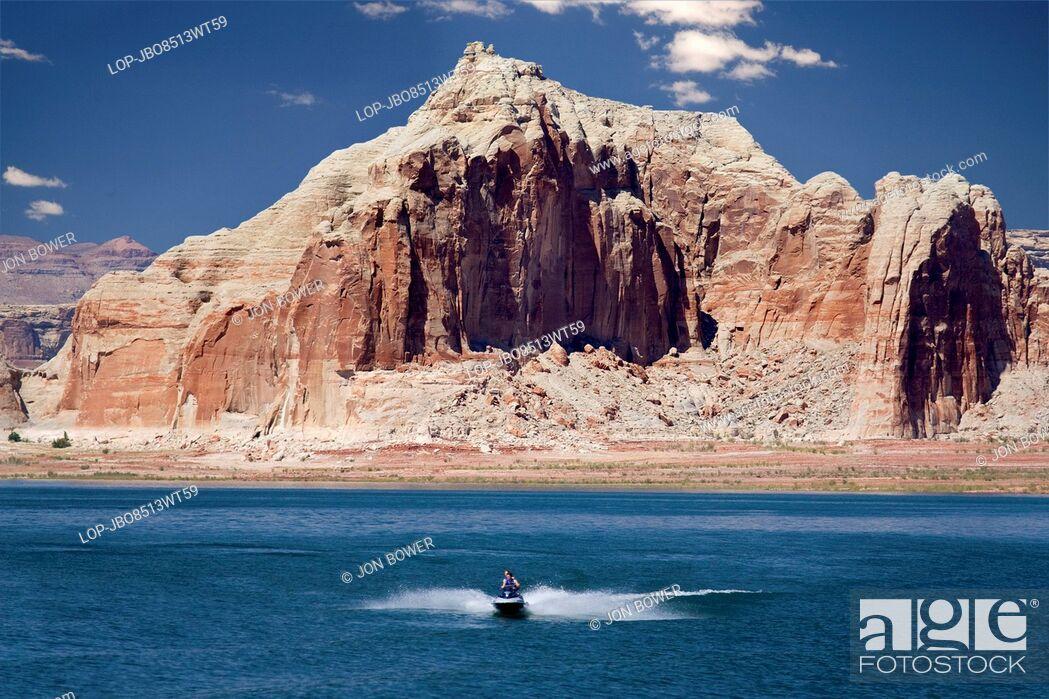 Stock Photo: USA, Arizona, Lake Powell. Pleasure boats on Lake Powell.