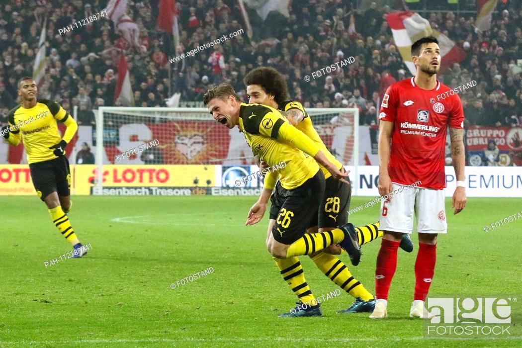 Stock Photo: Mainz, Germany November 24, 2018: 1. BL - 18/19 - FSV FSV FSV Mainz 05 vs. Bor. Dortmund goaljubel to 2: 1, goalkeeper Lukasz Piszczek (Dortmund) (1 v.
