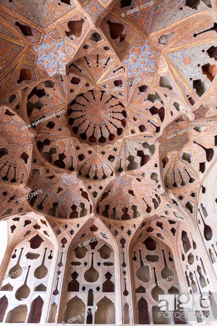 Imagen: Ali Qapu palace ceiling, Naghsh-i Jahan Square, Isfahan, Iran.