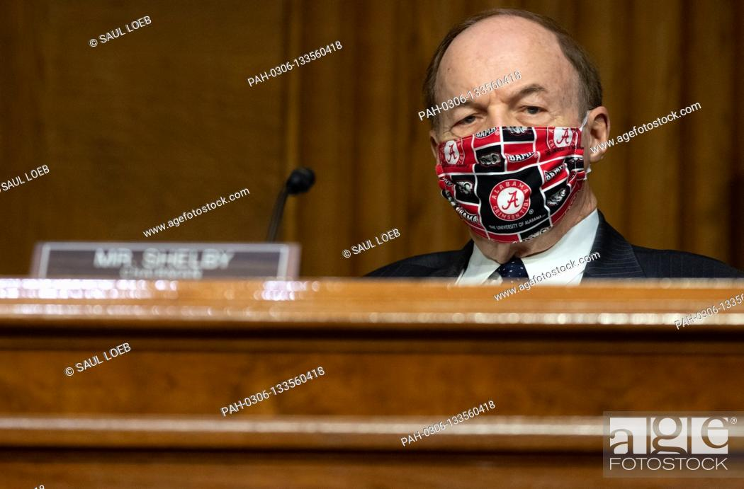 Photo de stock: United States Senator Richard Shelby (Republican of Alabama), attends a US Senate Appropriations subcommittee hearing on the plan to research.
