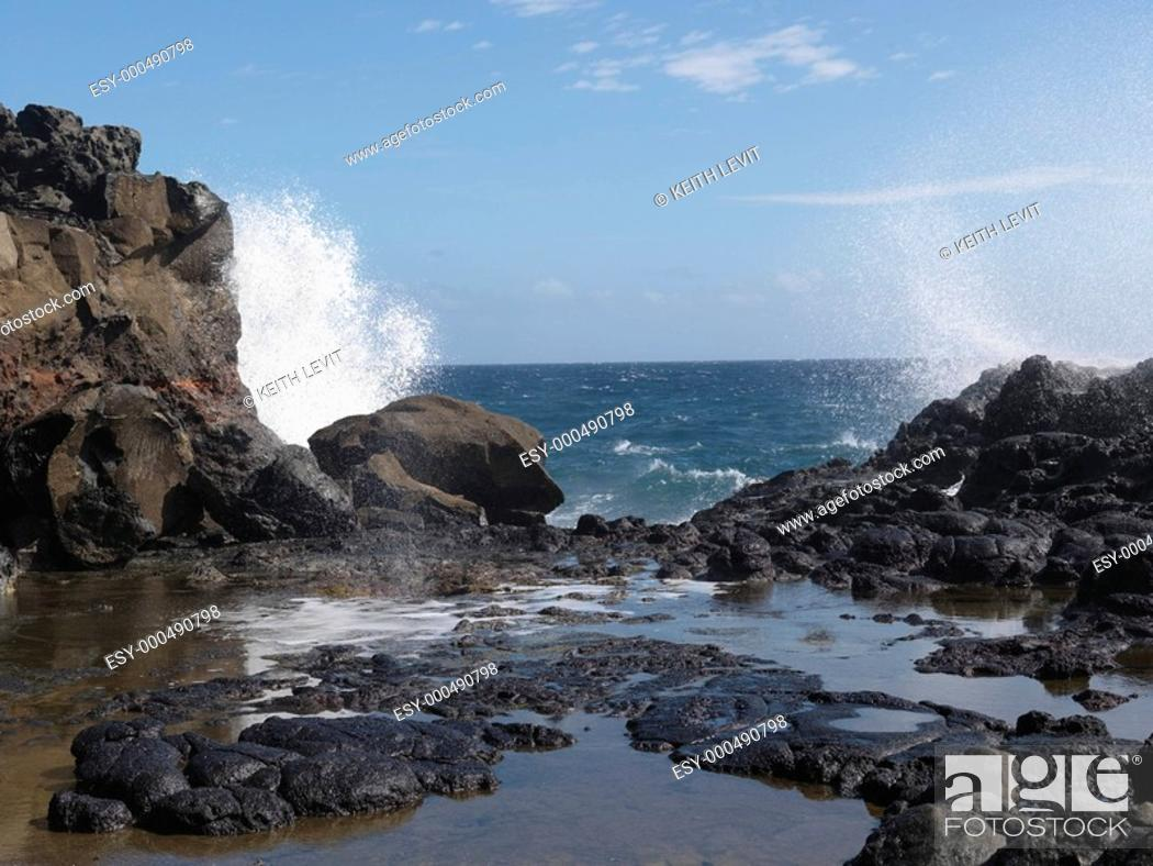 Imagen: Waves crashing on the rocks, Maui, Hawaii, USA.