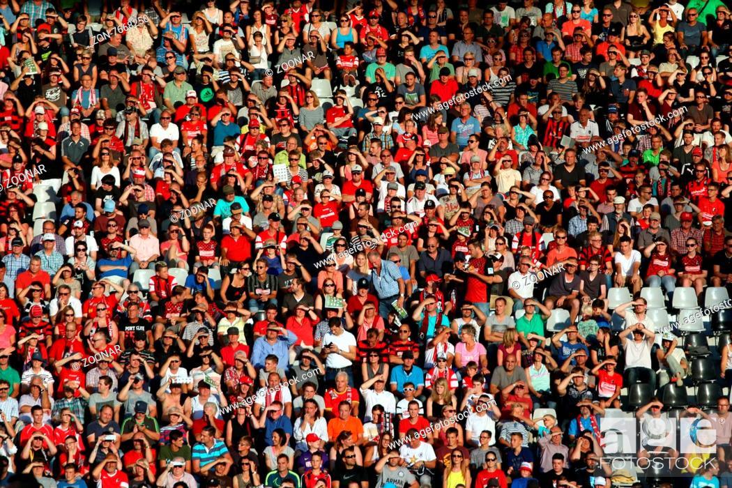 Fankurve Fans Fanblock Des Sc Freiburg 2 Fussball Bl