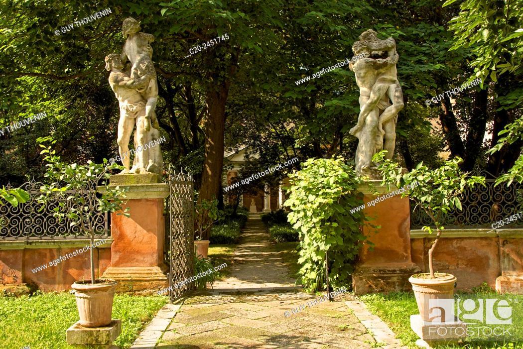 Stock Photo: Statues, Garden, Palazzo Soranzo Capello, Venice, Venetia, Italy.
