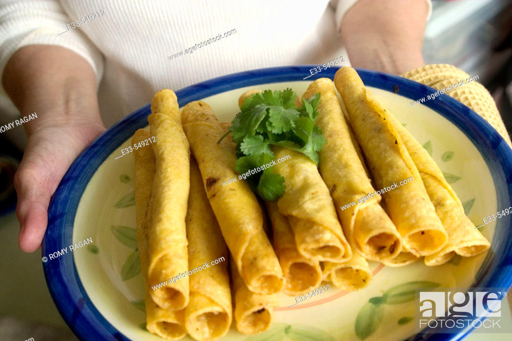 Imagen: Mexican cuisine - Plate of taquitos.