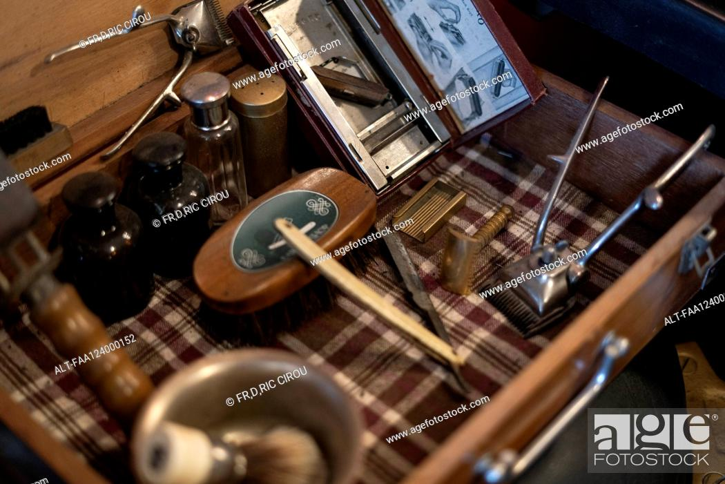 Photo de stock: Hairdressing tools in barber case.