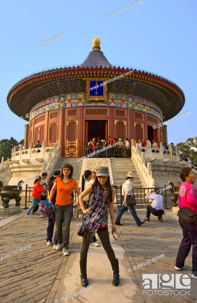 Stock Photo: China, Beijing: Temple of Heaven, Chinese tourist.
