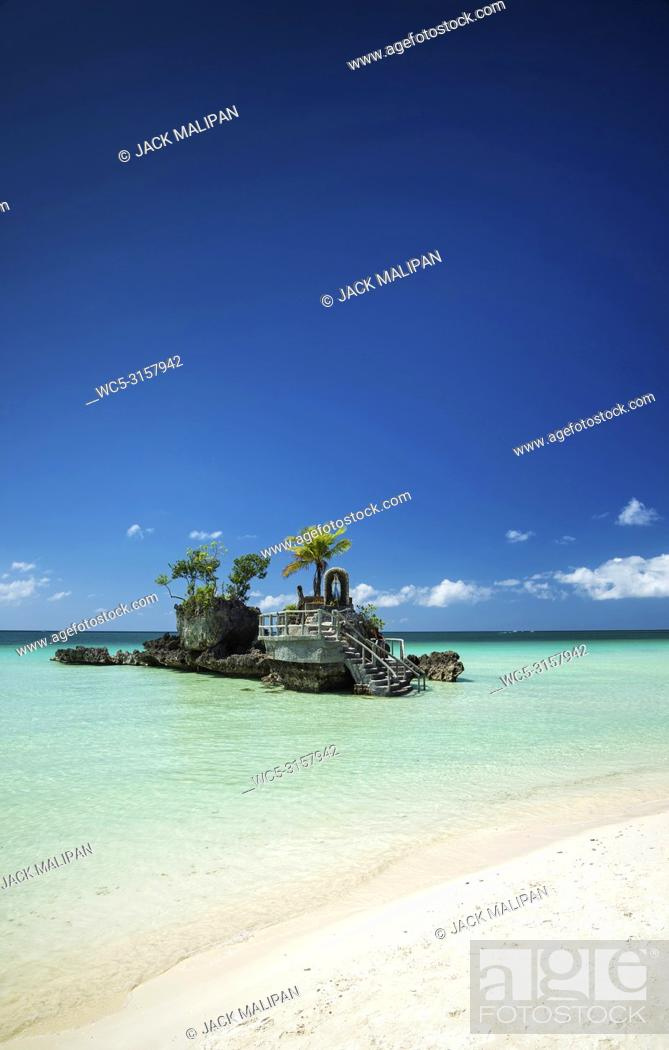 Imagen: station 2 main beach area of tropical paradise boracay island philippines.
