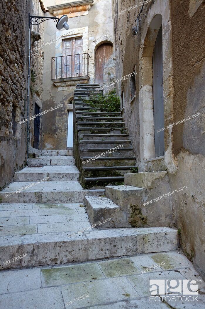 Imagen: Details of narrow streets in Ragusa Ibla, Sicily, Italy.