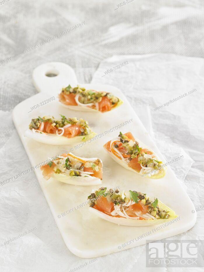 Imagen: endivias rellenas de surimi y salmon / endives filled with surimi and salmon.