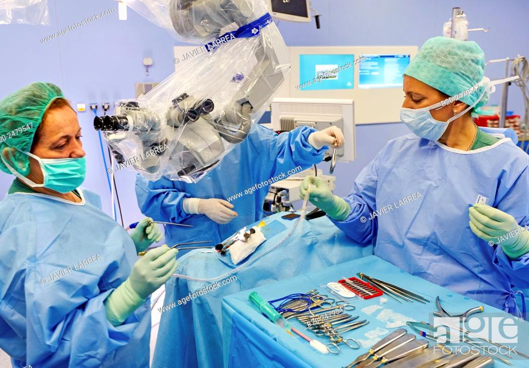 Imagen: Operating room, Brain operation, Neurosurgery, Hospital Donostia, San Sebastian, Gipuzkoa, Basque Country, Spain.