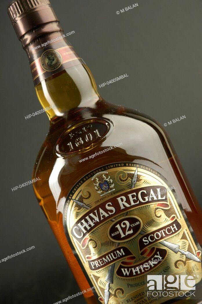 Imagen: CHIVAS REGAL SCOTCH WHISKY AND GLASSES.