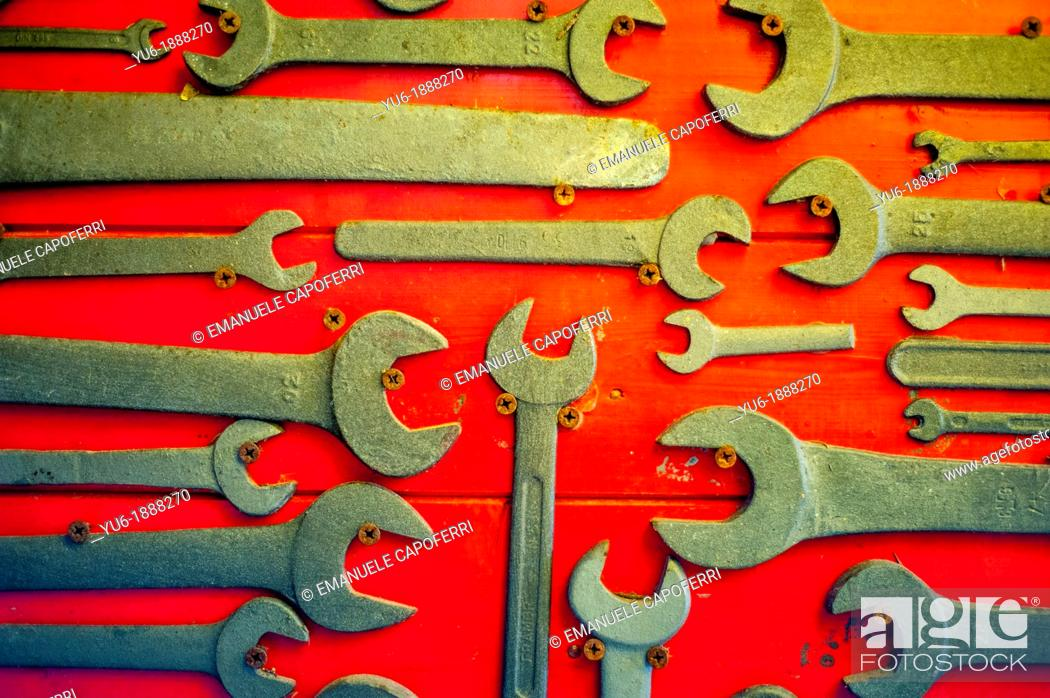 Photo de stock: old wrenches.