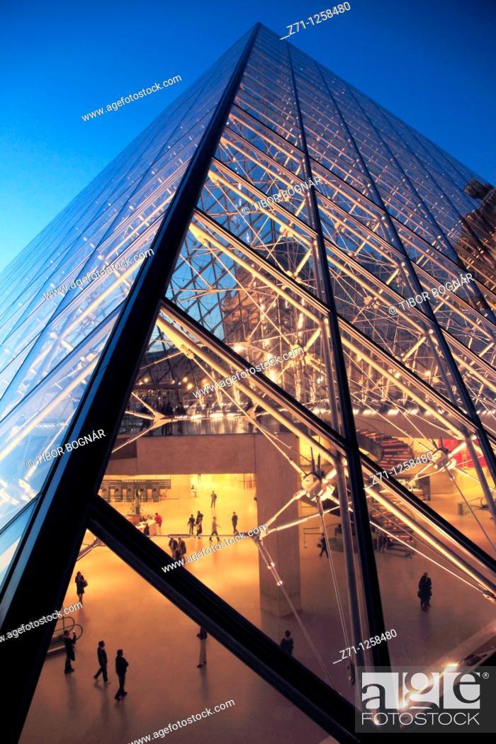 Stock Photo: France, Paris, Louvre, palace, museum, Pyramide,.
