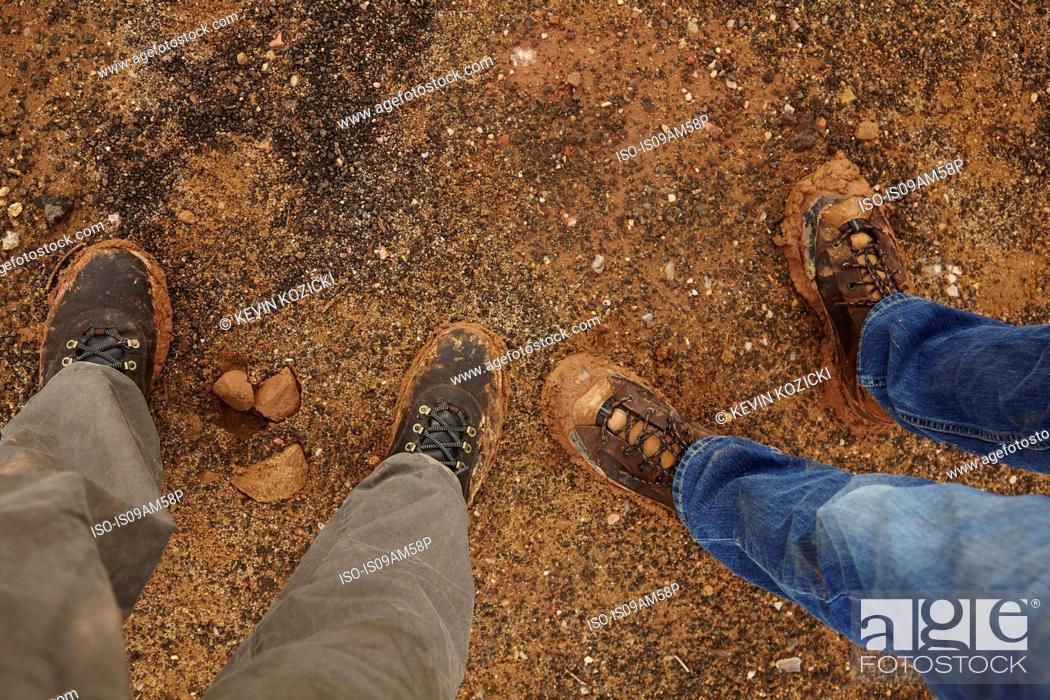 Imagen: Overhead view of legs standing on gravel road.