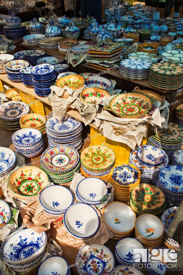 Imagen: Escuraeta. Typical street market only in May. Pottery market. Plaza de la Reina. Valencia. Spain.