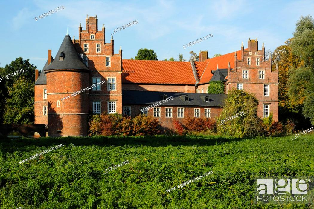 Stock Photo: Germany, North Rhine-Westphalia, NRW, Westphalia, Ruhr area, Herten, moated castle, Late Gothic, LWL, Landschaftsverband Westfalen-Lippe.