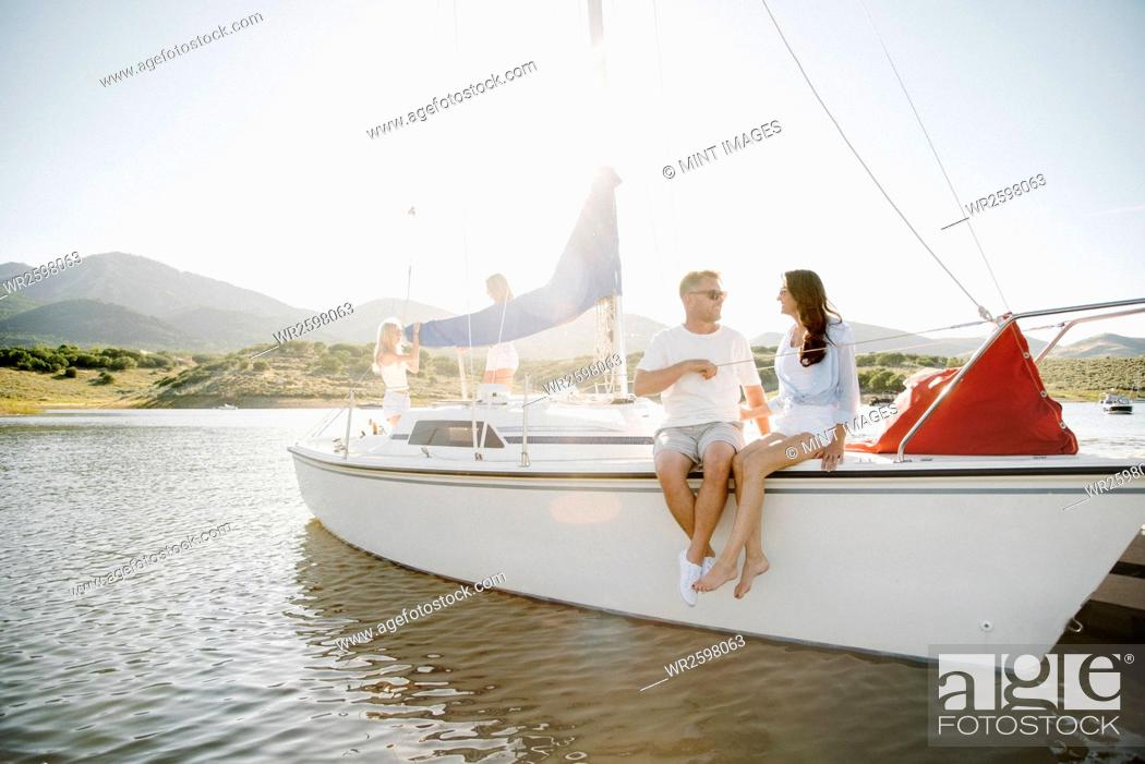 Imagen: Man and woman sitting on a sail boat.