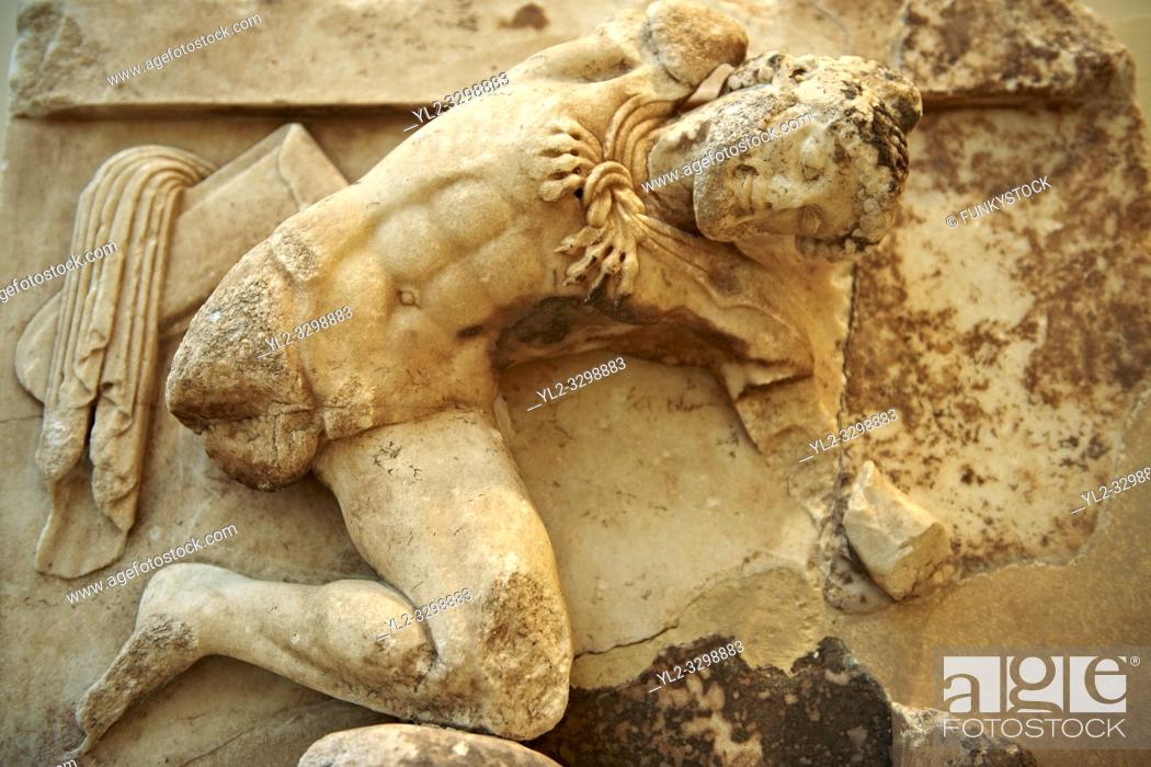 Imagen: Hercules from the metope of hte Treasury of the Athenians, Delphi Archaeological Museum.