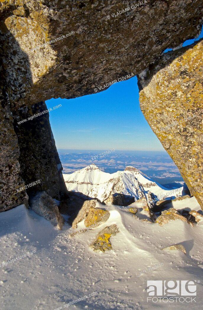 Stock Photo: View of Belianske Tatry (peaks Havran and Zdiarska vidla) as seen from the peak Baranie rohy, High Tatras.