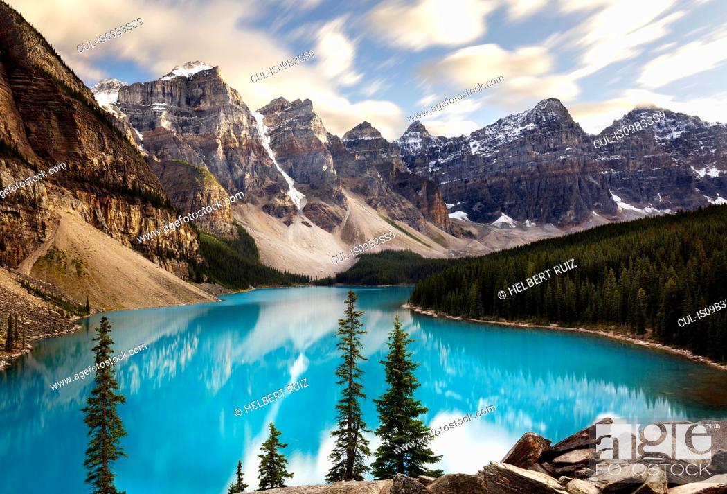 Stock Photo: Scenic view, Moraine Lake, Banff National Park, Alberta, Canada.