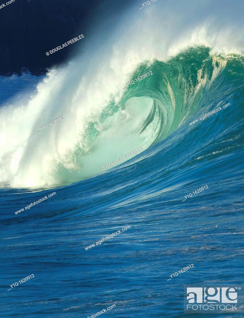 Stock Photo: Waimea Bay, North Shore, Oahu, Hawaii.