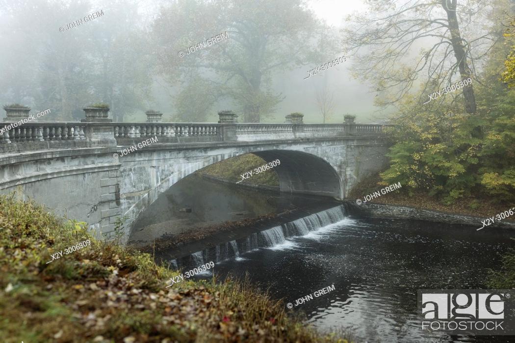 Photo de stock: The White Bridge, Vanderbilt Mansion National Historic Site, Hyde Park, New York, USA.