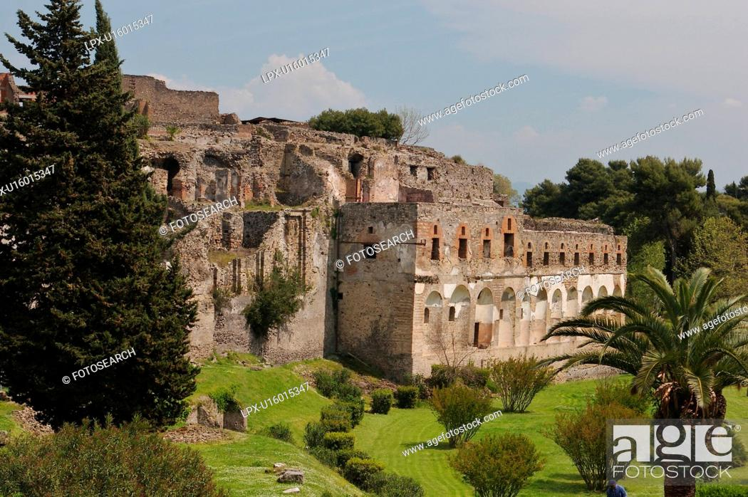 Photo de stock: External walls of Pompei, view of city.