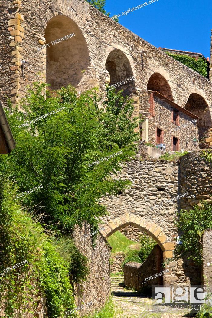 Stock Photo: Auzon Brugelet gate, 15th. , and rampart walls, Auzon, 43, Haute Loire, France.