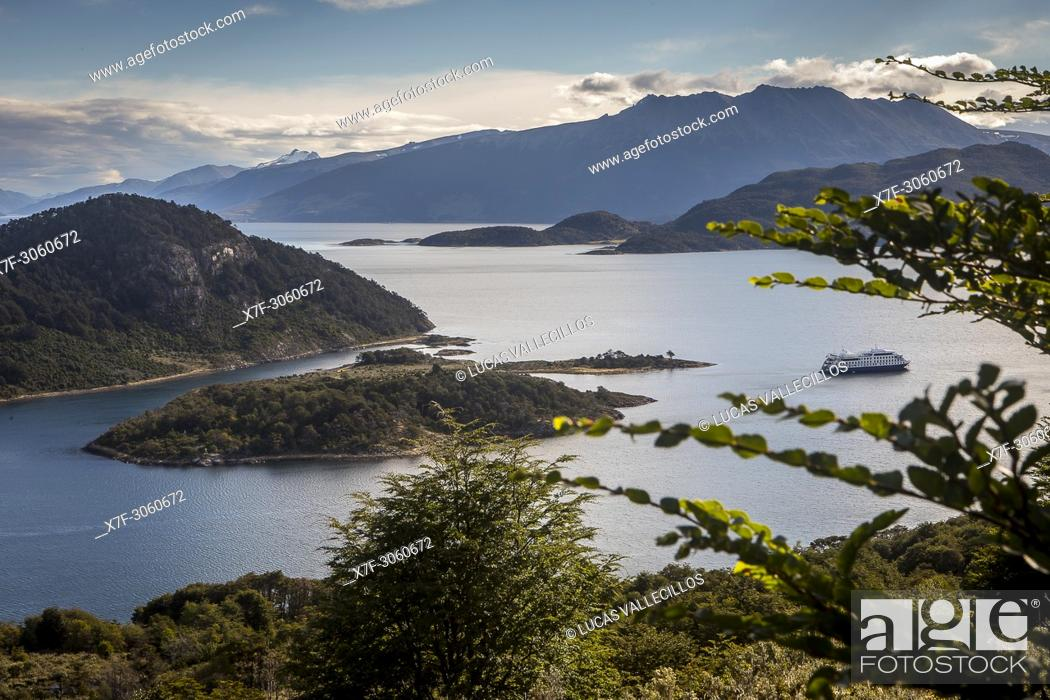 Imagen: panoramic view of Wulaia Bay, also called Caleta Wulaia, Navarino Island, Tierra de Fuego, Patagonia, Chile.