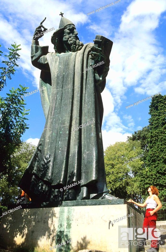 Stock Photo: Croatia - Split - Statue du poète Marko Marulic.