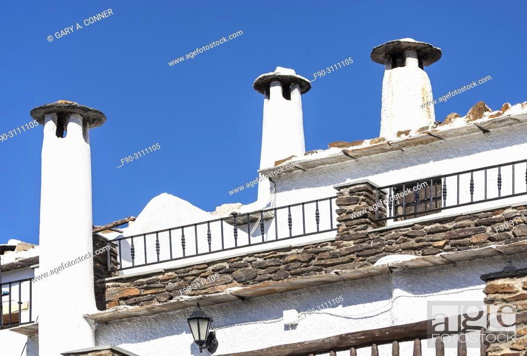 Imagen: Typical high chimneys at small mountain village of Capileira Spain.